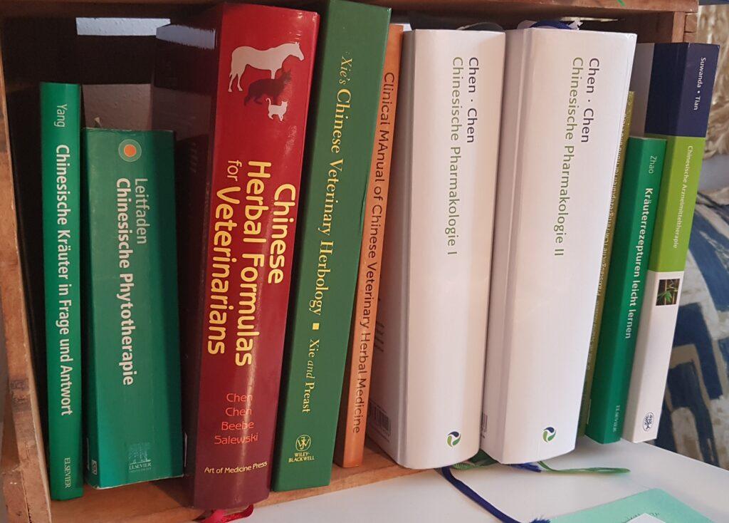 kleiner Blick auf einen Teil meiner eigenen Fachbibliothek